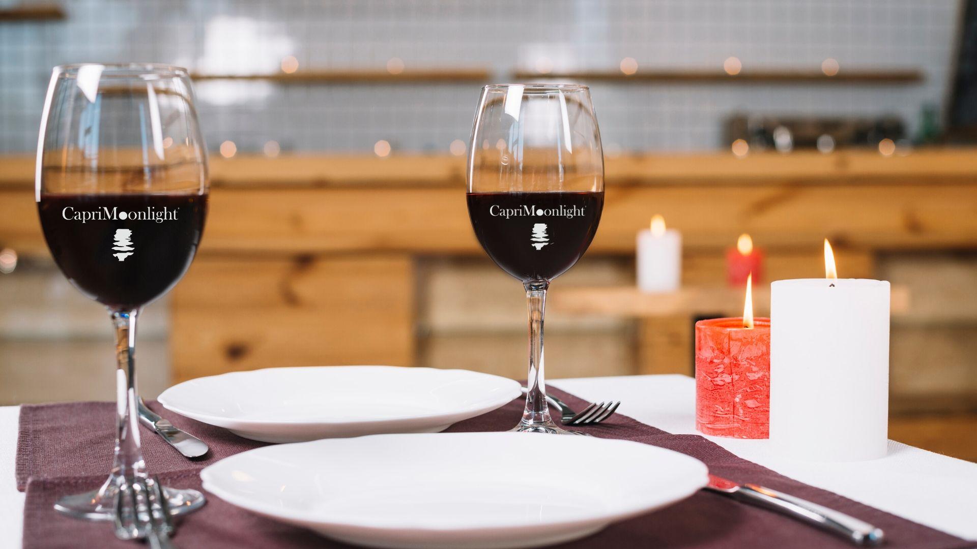 Restare a casa e sorseggiare un calice di vino per rilassarsi e/o curarsi