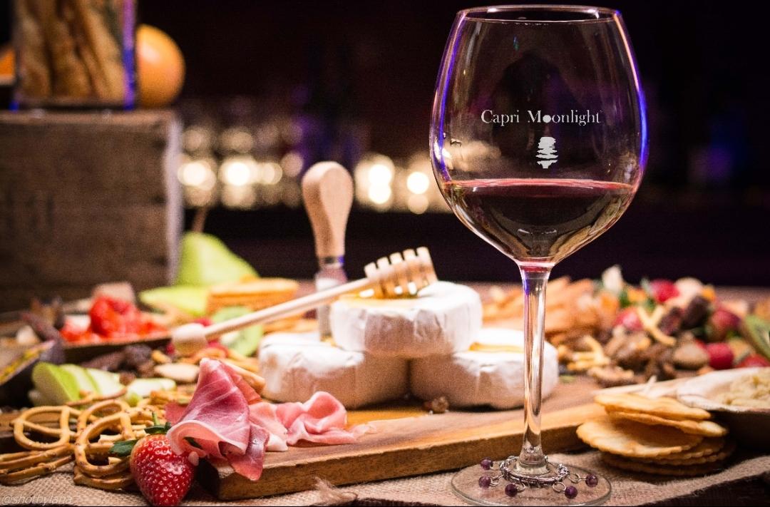 A Pasqua si viaggia… a tavola! Con i piatti regionali e i vini di Capri Moonlight