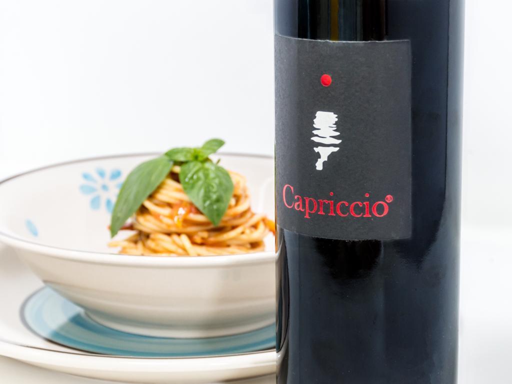 Spaghetti con pomodorino del piennolo in abbinamento con Capriccio rosso
