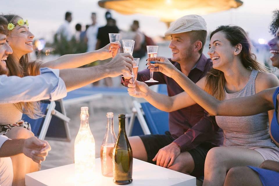 Tre vini perfetti per gli aperitivi estivi