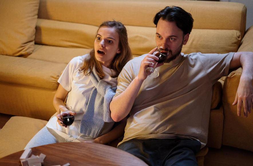 """E' tempo di """"Kalsarïkannit""""! Bastano: un divano, una tv e un buon vino!"""